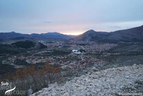 Pri povratku s terena zaustavili smo se uz cestu zadivljeni pogleda nad Trebinjem.