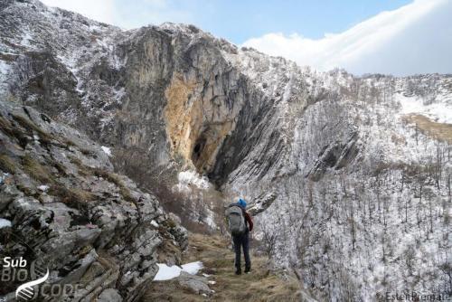 Impresivan ulaz u pećinu Dramešina, koji vodi do poplavljenih i, stoga, nedostupnih špiljskih kanala.