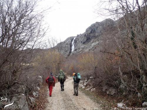 """Na putu do pećine """"Ratkovića"""", za koju se ispostavilo da ne postoji."""